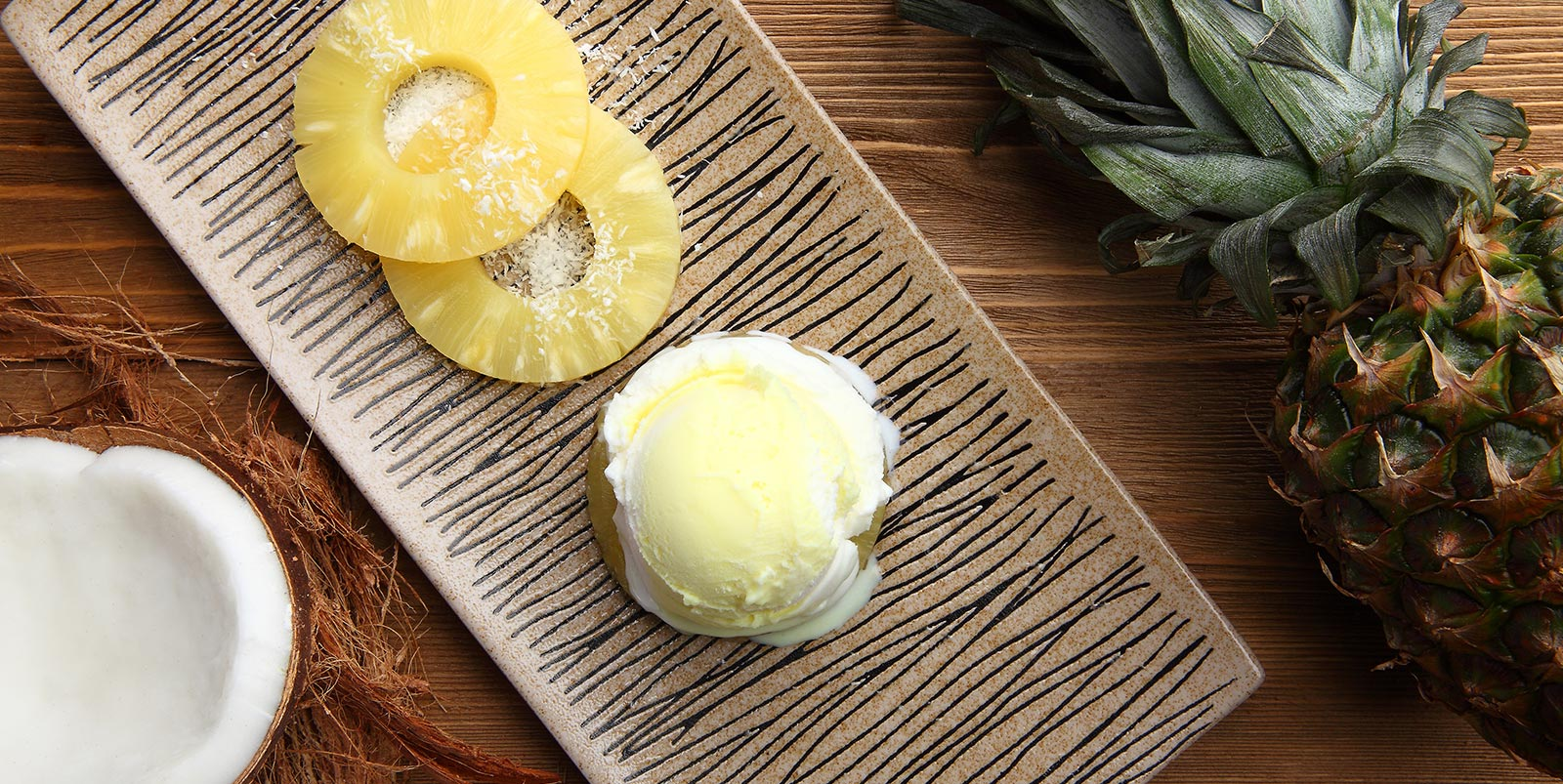 بستنی نارگیل و آناناس